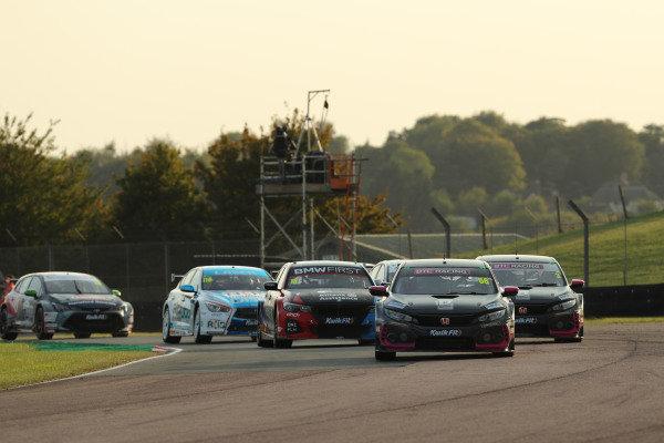 Start of Race 3, Josh Cook (GBR) - BTC Racing Honda Civic Type R  leads