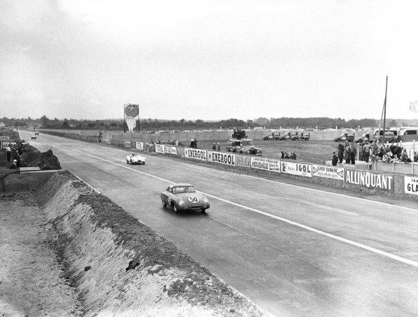 1956 Le Mans 24 hours.Le Mans, France. 28-29 July 1956.Pierre Chancel/Andre Beaulieux (Panhard Monopole X88).Ref-Motor 770/3.World Copyright - LAT Photographic