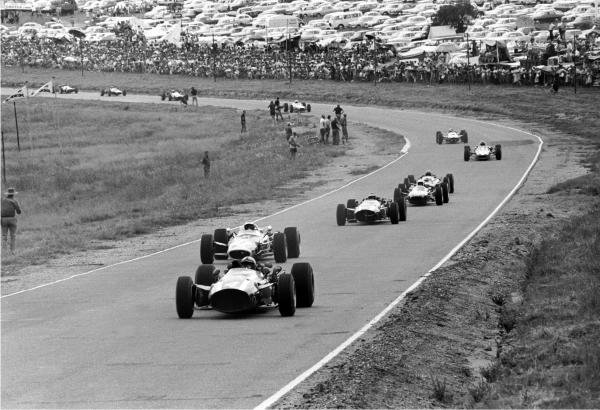 Winner Pedro Rodriguez (MEX) Cooper T81 leads on lap 1  Formula One World Championship, South African Grand Prix, Kyalami, South Africa, 2 January 1967.